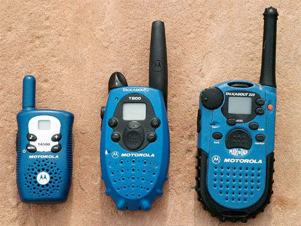 0805_4wd_03_z2bwalkie_talkies2bfrs_radio